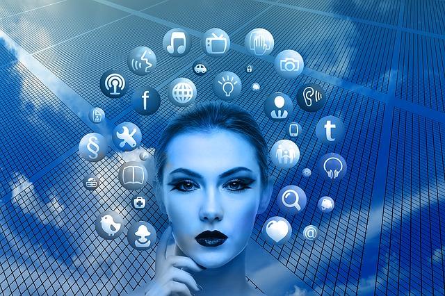 tvář ženy a ikony