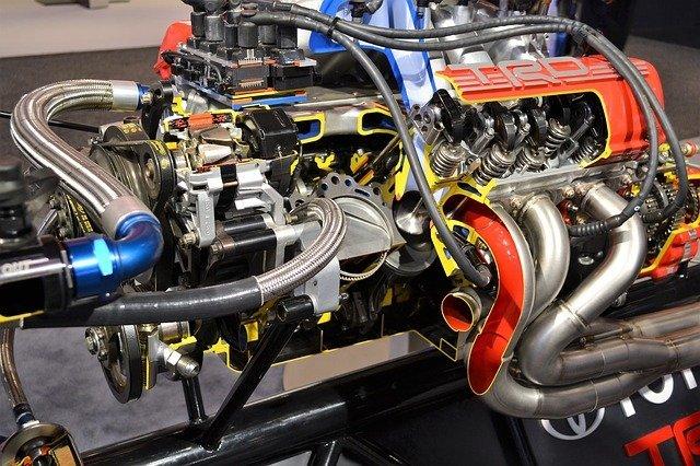 závodní motor