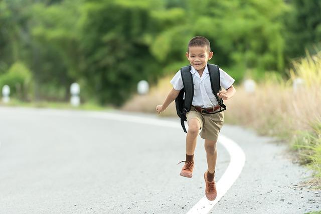 běžící školáček