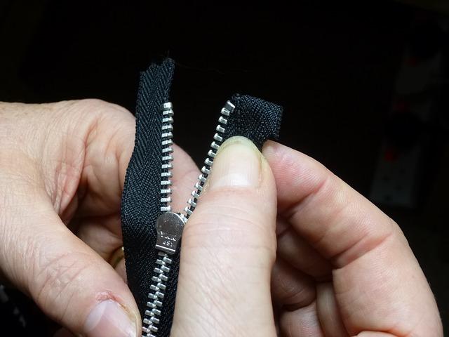 nepostradatelný kovový zip