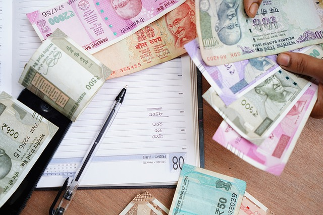 Kalendář, propiska a počítání peněz