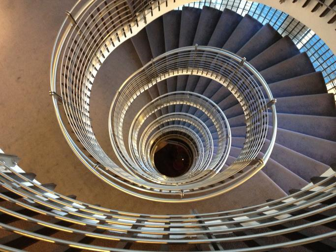 nekonečné točité schodiště