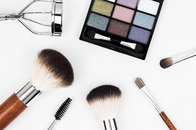 paletka make-upu a štětce