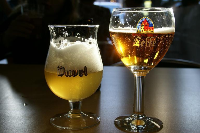 Pivo ve sklenicích.jpg
