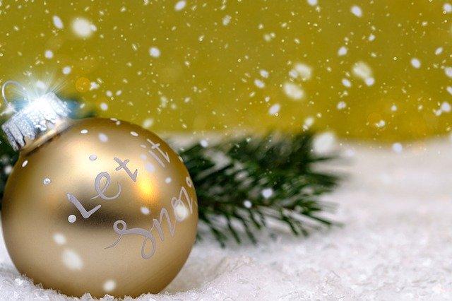 zlatá vánoční koule